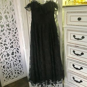 Vintage black lace 80s sleeveless dress gown